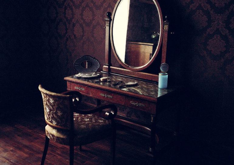 cómo limpiar un espejo antiguo