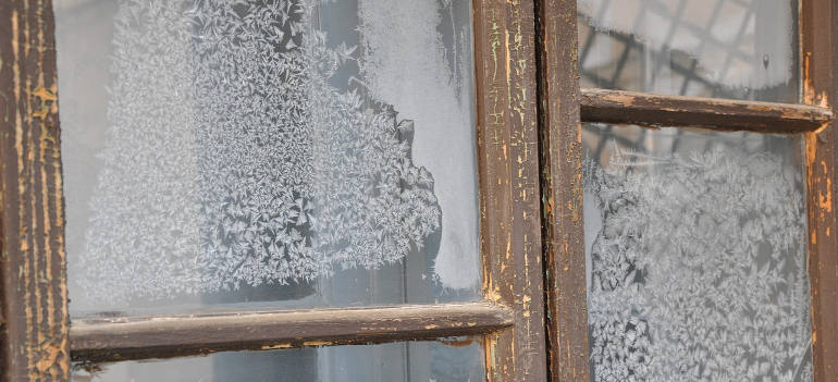 how-to-deal-with-window-sill-mould-and-moist