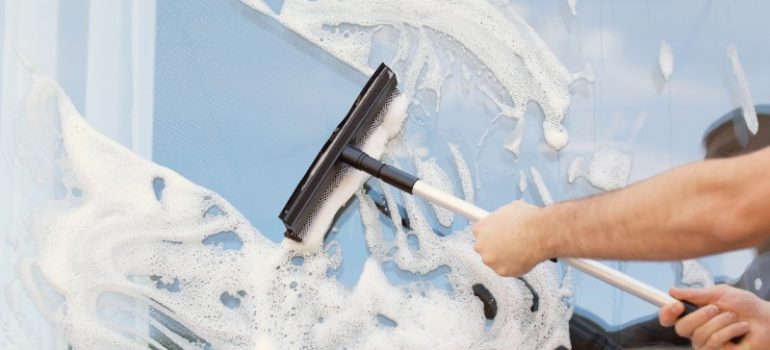 how to clean outside windows you can't reach